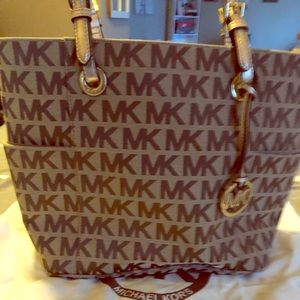 Michael kors gold purse with credit card wallet